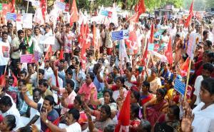 CPI(M) protests Closing of government schools in Chennai, TN
